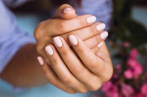 Manicure com gel em casa (instruções passo a passo)