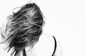 Um plano semanal de regeneração do cabelo para todos os tipos de cabelo